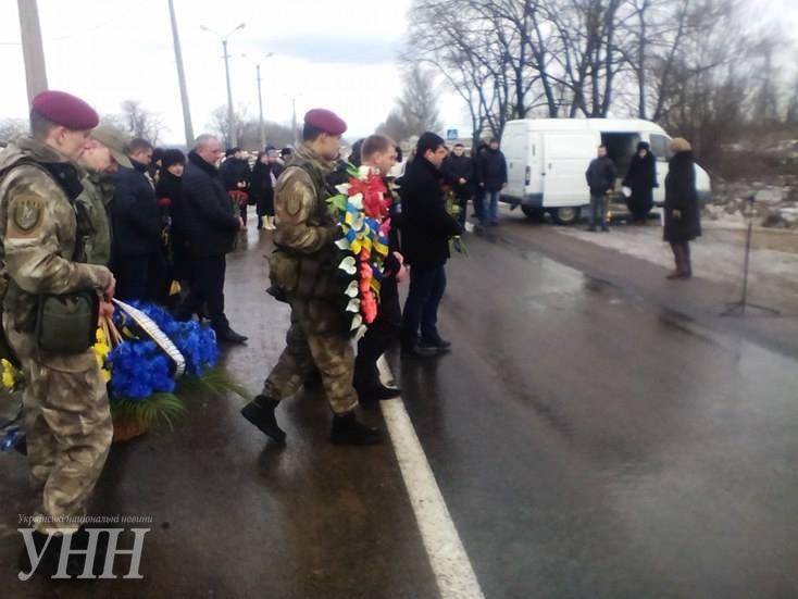 В Донецкой области почтили память погибших год назад под Волновахой4