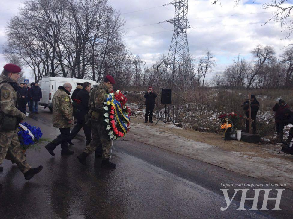 В Донецкой области почтили память погибших год назад под Волновахой5