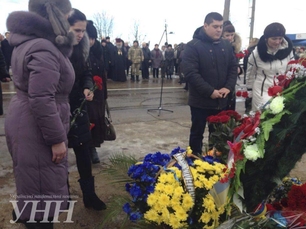 В Донецкой области почтили память погибших год назад под Волновахой6