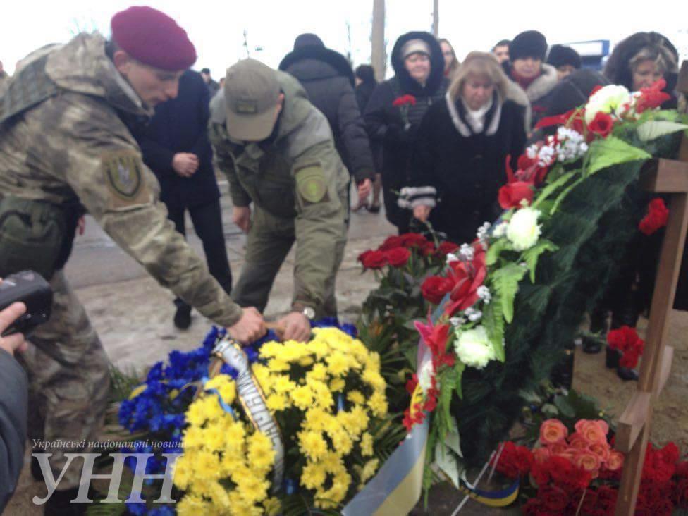 В Донецкой области почтили память погибших год назад под Волновахой7