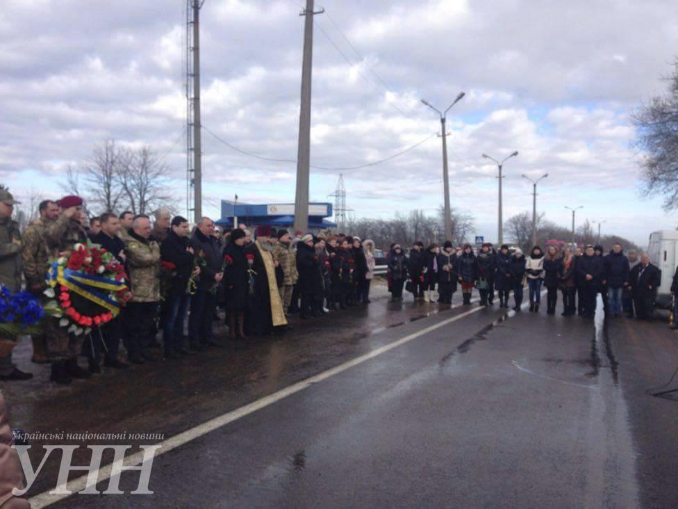 В Донецкой области почтили память погибших год назад под Волновахой8