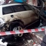 В Киеве автомобиль врезался в стоматологическую клинику