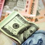 Жители Москвы массово скупают валюту