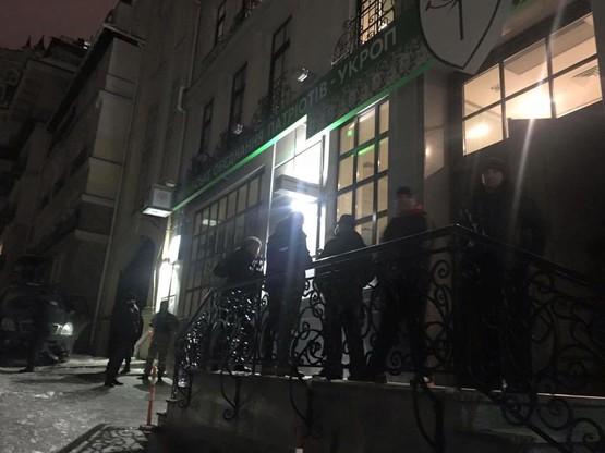 Сотрудники «Альфа» блокируют киевский офис «Укропа»2