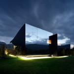 Был построен зеркальный дом в Альпах