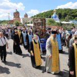 «Бурю» в соцсетях вызвал ответ священника крестного хода