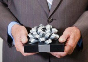 Как сделать удачный подарок руководителю мужчине